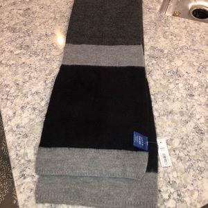NWT! Apt 9 gray/black scarf